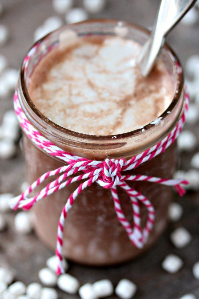 Calling all Nutella fans everywhere! Serve up some Nutella Hot Chocolate and your friends and family will be sining for joy over the holidays. Merry Christmas! {via Cravings of a Lunatic}