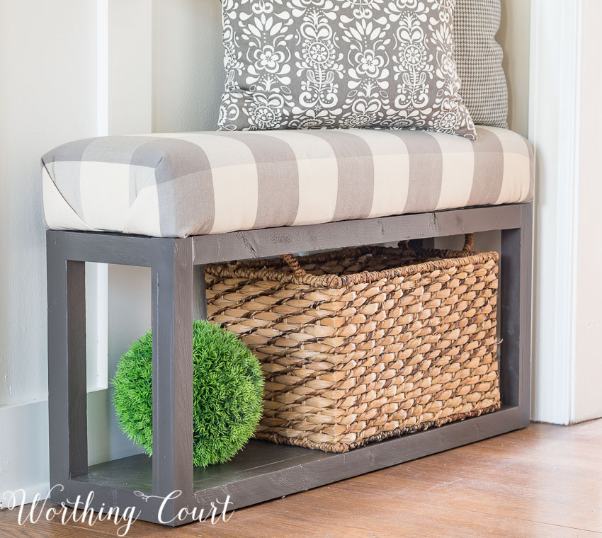 DIY your way to a beautiful home with this 'how to' tutorial for building an easy farmhouse bench. { via Worthington Court}