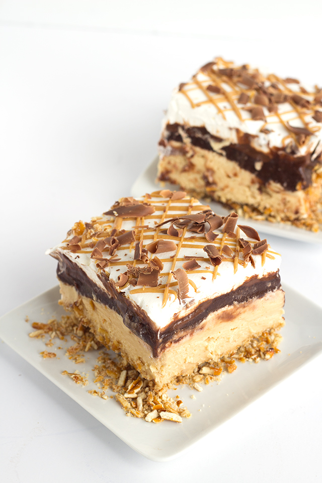 Chocolate Peanut Butter Layer Dessert {Cookie Dough and Oven Mitt} - Sweet treats for the family!